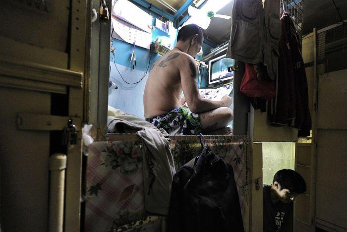 Tiny Apartments In The City Of Hong Kong (10 pics)