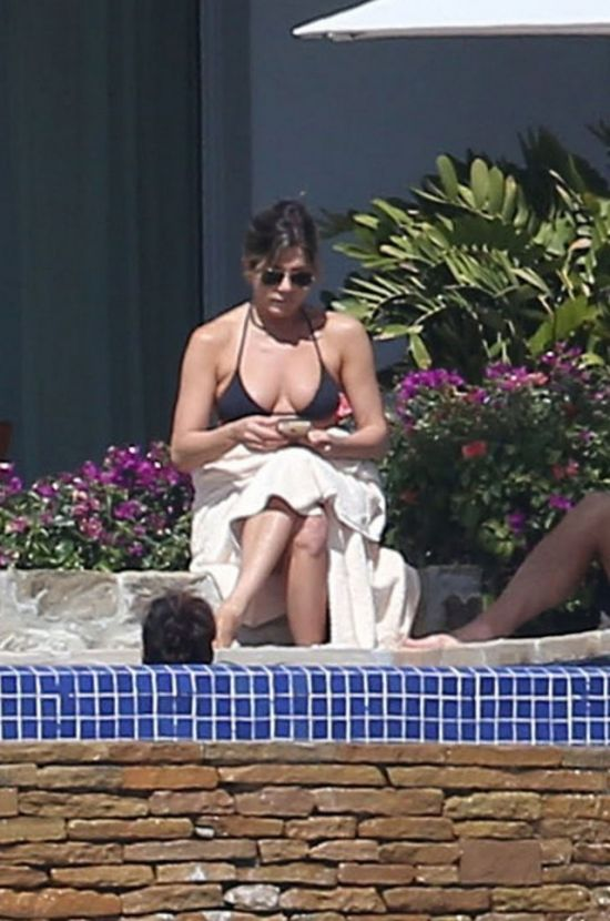 Jennifer Aniston Still Looks Great In A Bikini (8 pics)