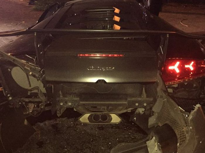 Guy Crashes His Friend's Expensive Lamborghini Into A Tree (7 pics)