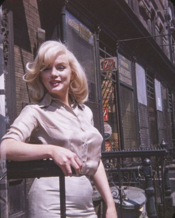 Vintage Photos Show A Pregnant Marilyn Monroe (4 pics)
