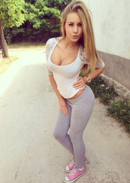 Hot Babes That Make The Men Drool (62 pics)