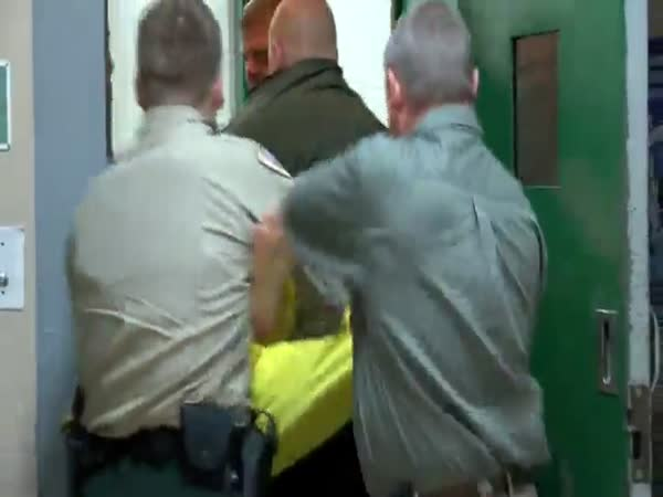 Angry Inmate Headbutts Correctional Officer