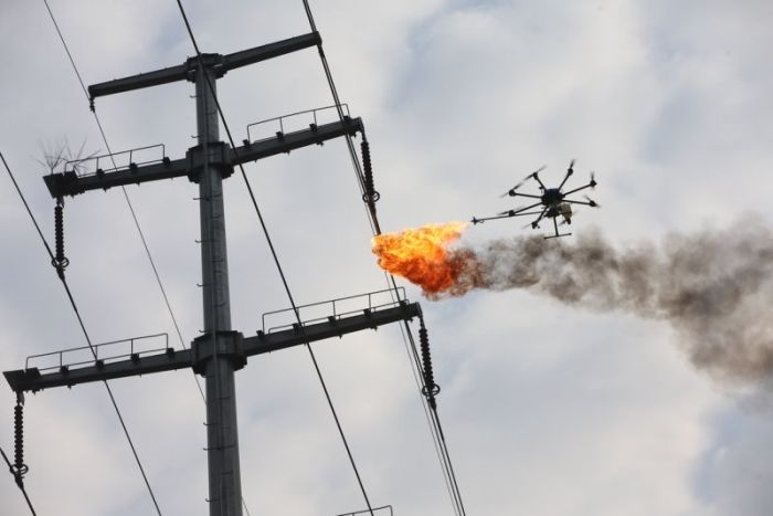 Power Company Uses Drone To Burn Trash Off High Voltage Wires (4 pics)