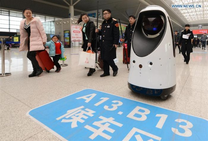 Robot Policeman On Duty In China (5 pics)