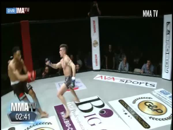 This Is Why You Shouldn't Dance During a MMA Fight