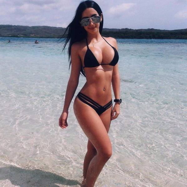 You're Going To Fall Head Over Heels For These Babes In Bikinis (64 pics)