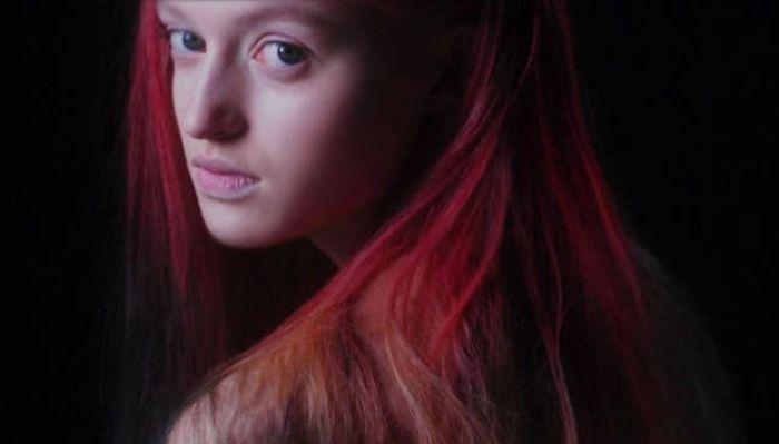 This New Hair Dye Turns Humans Into Chameleons (3 gifs)