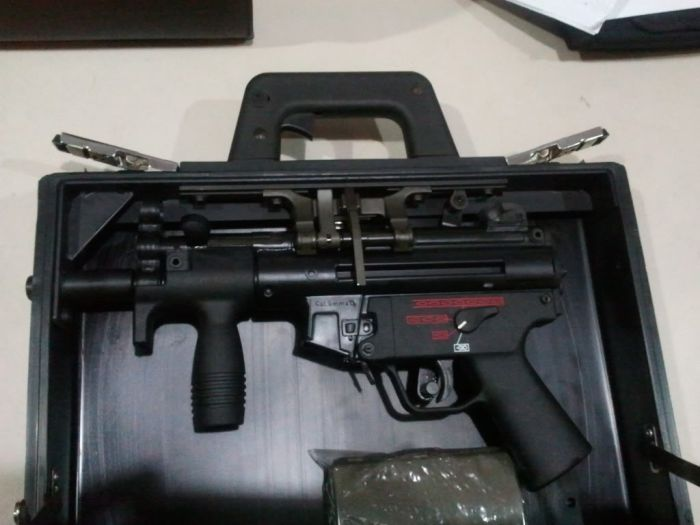 This Case Also Happens To Be A Machine Gun (4 pics)