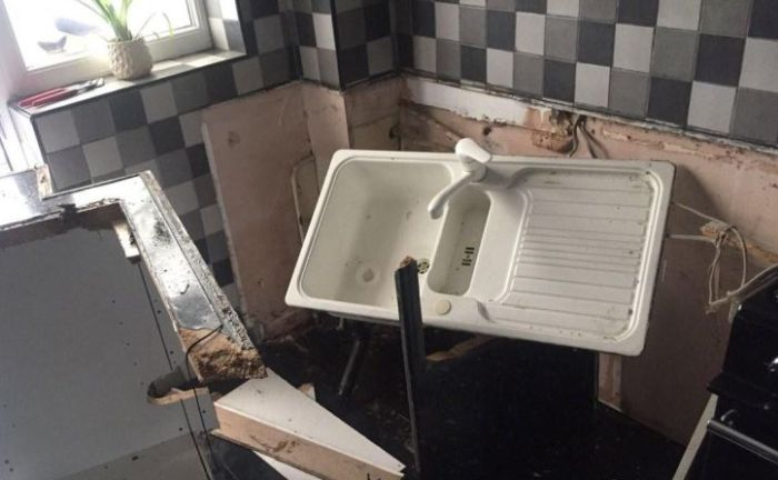 Washing Machine Explodes And Destroys Man's Room (4 pics)