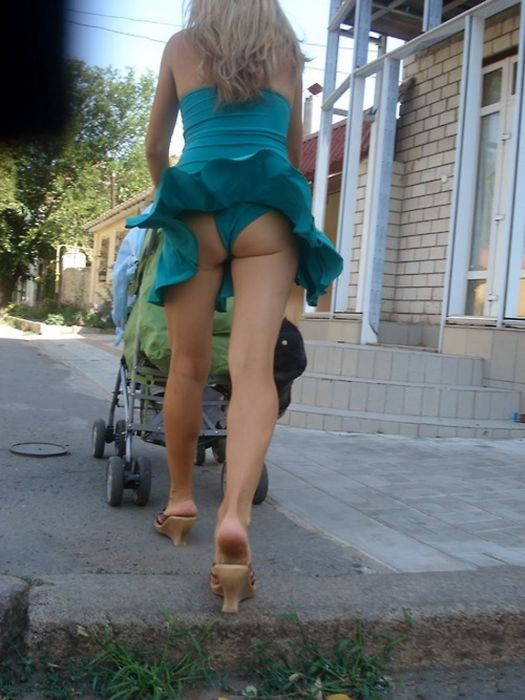 Girls Who Showed Off A Little Something Extra (31 pics)
