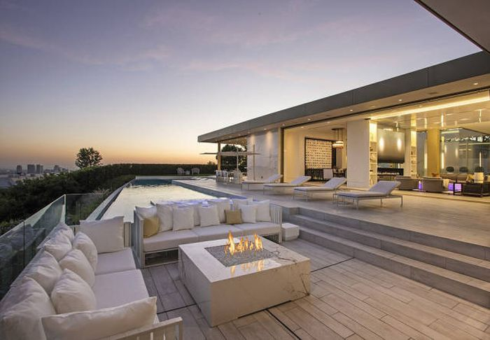 If You Have $100 Million This Beverly Hills Mansion Can Be Yours (22 pics)