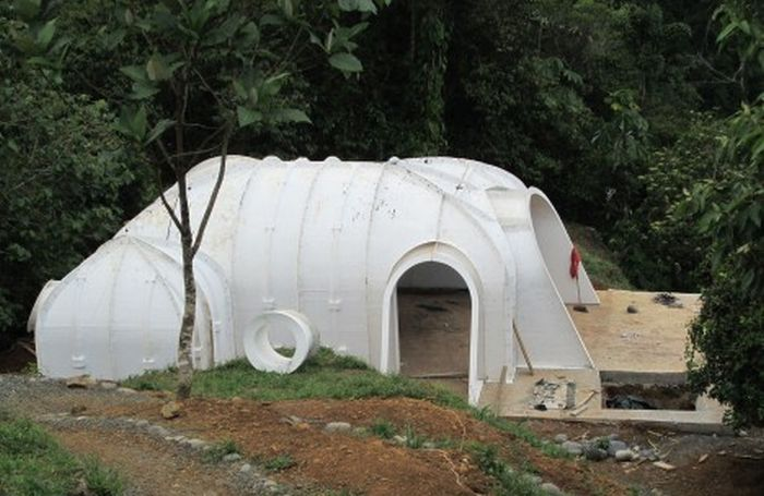 Hobbit Homes That Are Super Affordable (10 pics)