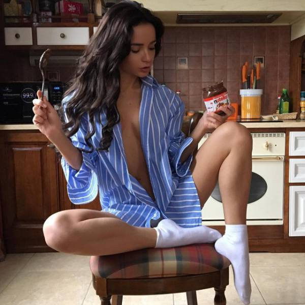 Pretty Girls And Food Are Two Of The Best Things In The World (48 pics)