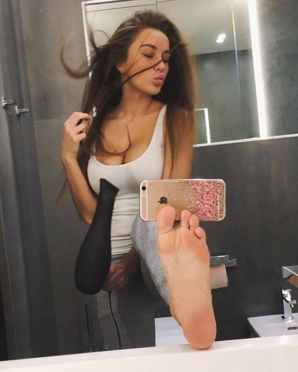 How To Take A Sexy Photo (2 pics)