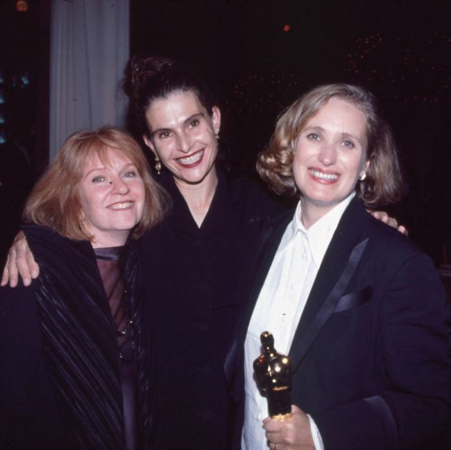 In-Memoriam Photo At The Oscars Featured Living Woman (2 pics)