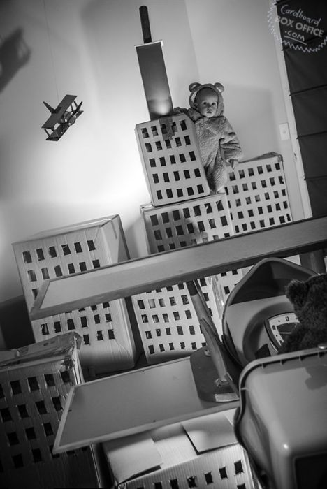 Two Year Old Kid And His Parents Recreate Famous Movie Scenes With Boxes (20 pics)