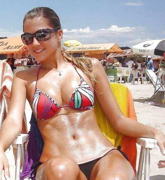Shiny Wet Girls That Are Undeniably Sexy (47 pics)