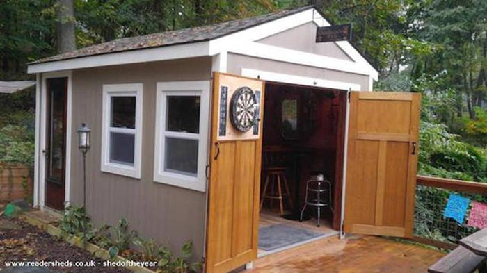 Mancaves Are Out And Barsheds Are In (23 pics)