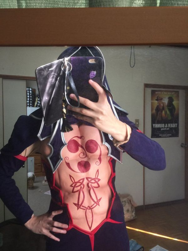 Cosplayer Uses Push Up Bras To Bring Their Creation To Life (6 pics)