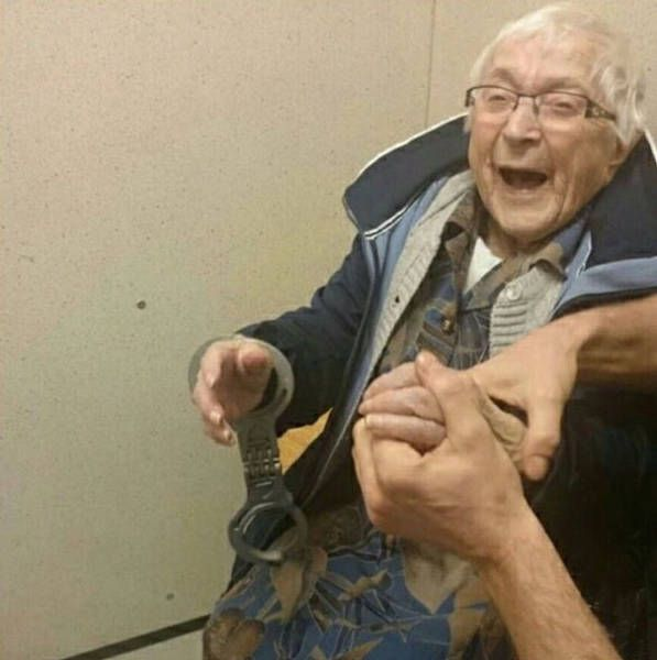 Elderly Woman Asks To Be Arrested At 99 Years Old (3 pics)