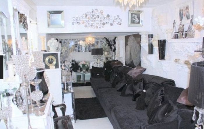 They Put This House Up For A Penny But No One Wants To Buy It (7 pics)