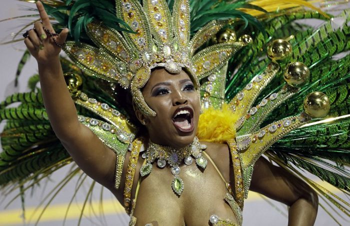 Le Carnaval de Rio, festival du sexy-loufoque - Libration