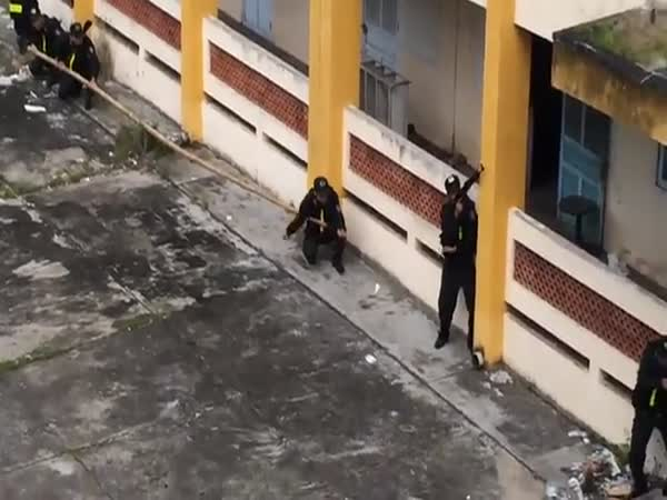Special Forces Climb The Walls