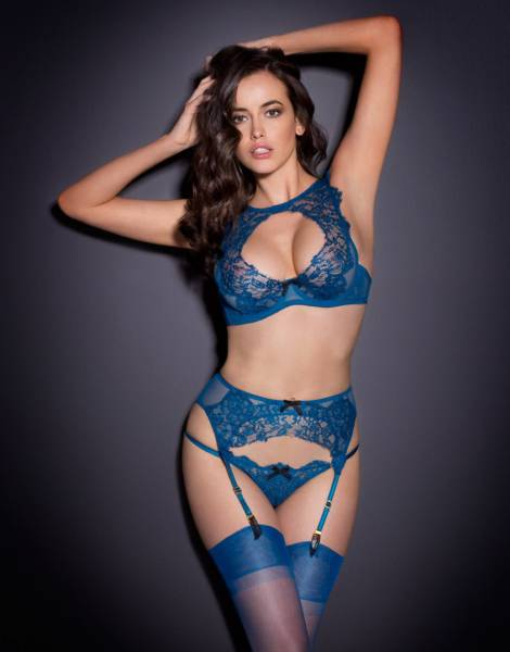 Nothing Hugs A Woman As Good As Lingerie Does (50 pics)
