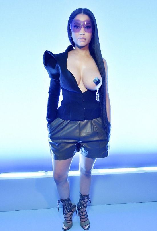 Nicki Minaj Wears Very Revealing Outfit To Paris Fashion Week (10 pics)