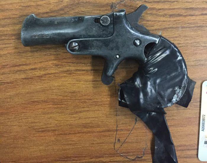 Vintage Gun Discovered After Car Gets Pulled Over (8 pics)