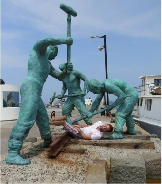 Helpless Statues That Just Need To Be Left Alone (51 pics)