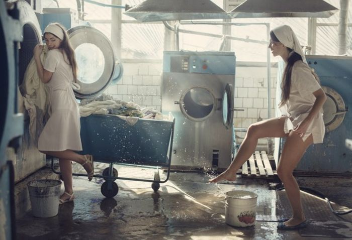Hot And Steamy Girls Doing Laundry (7 pics)