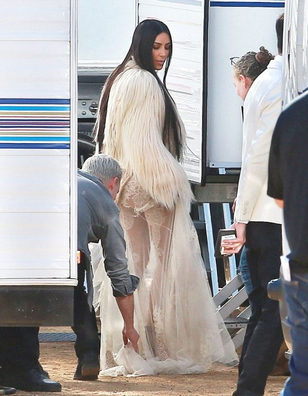 Kim Kardashian Spotted On The Set Of Ocean's Eight (8 pics)