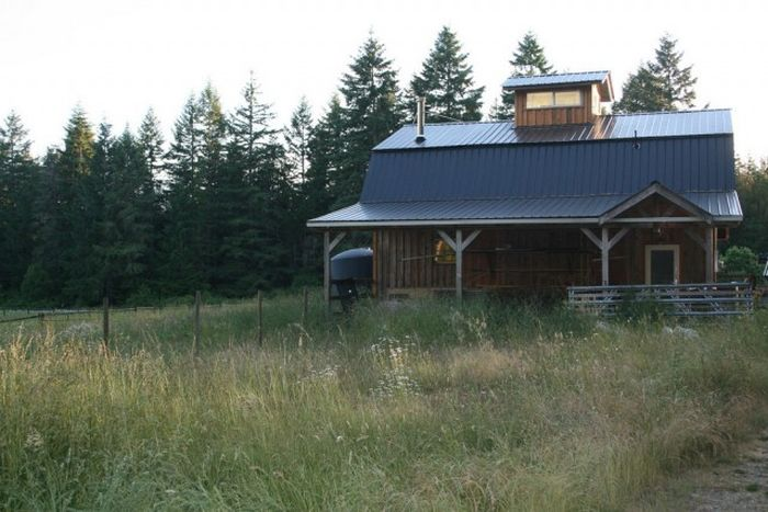 Guy Turns Old Barn Into An Impressive Office (41 pics)