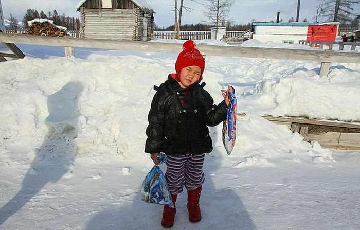 Brave Girl Walks Five Miles In Siberia After Her Grandma Dies (5 pics)