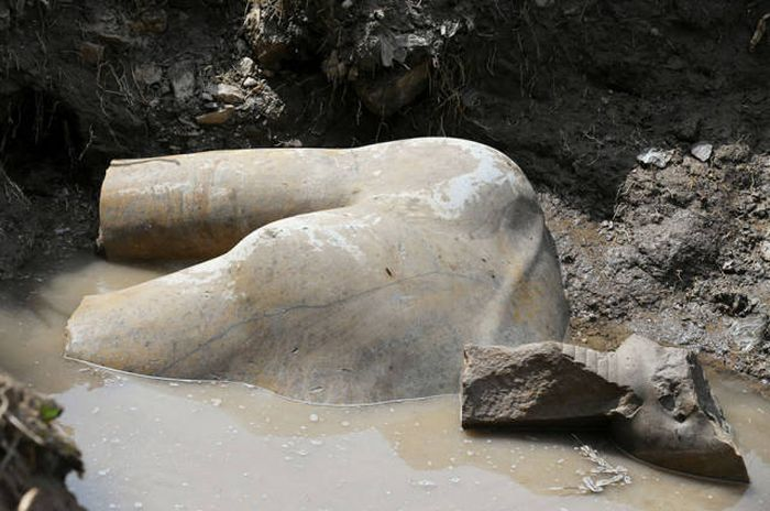 Old Statue Of Egypt's Greatest Pharaoh Ramses II Found In Cairo's Slums (10 pics)