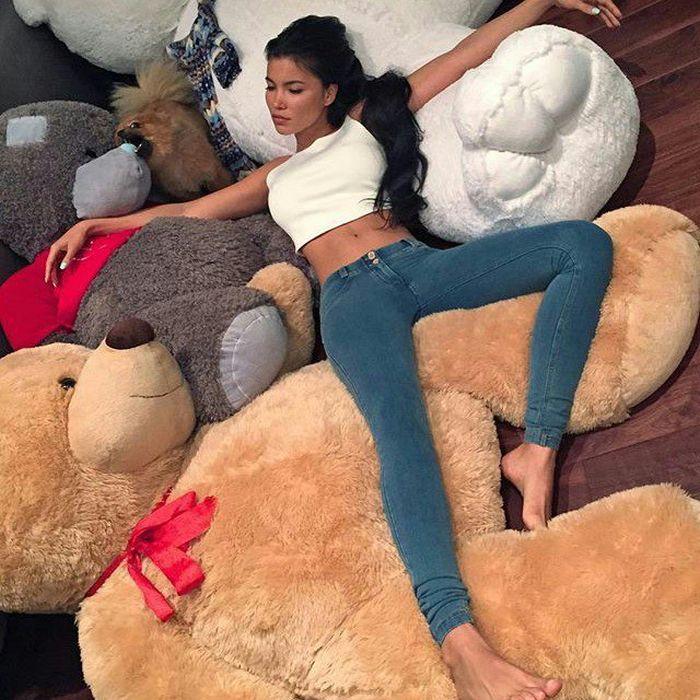 Sexy Girls Love Cuddling With Teddy Bears (39 pics)