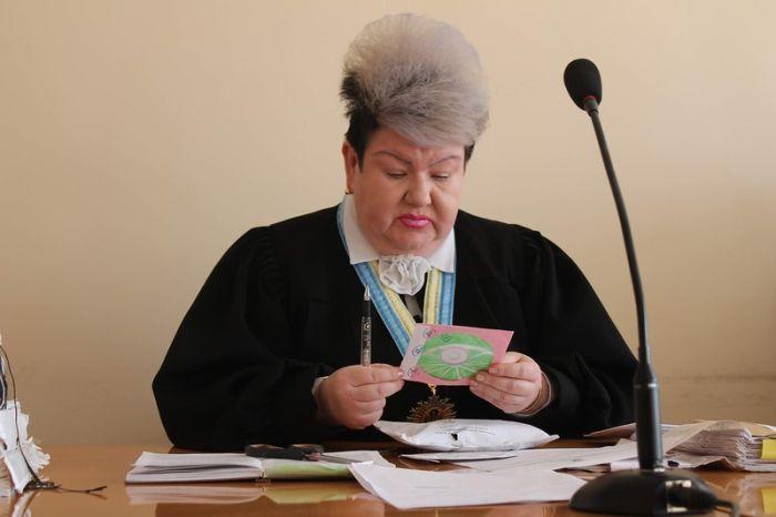 Ukrainian Judge Bares A Striking Resemblance To Ursula (2 pics)