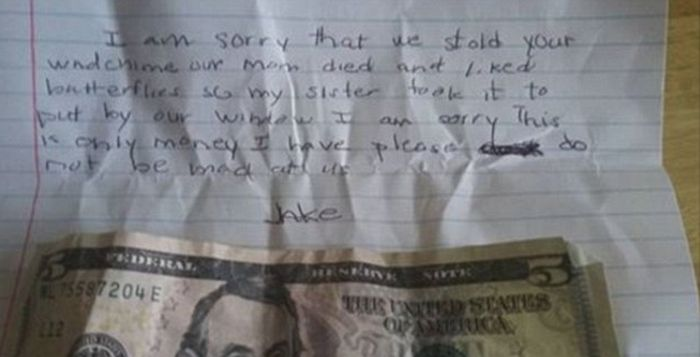 Woman Finds Heartbreaking Note On Her Door (2 pics)