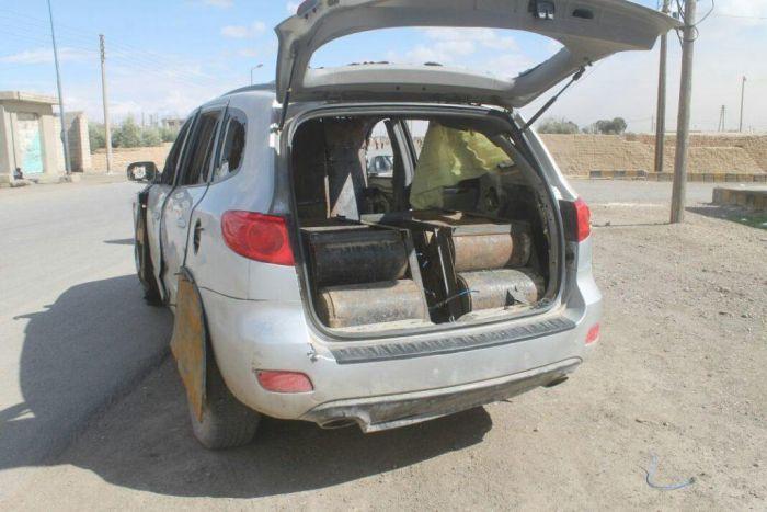Hyundai Santa Fe Converted Into A Car Bomb (3 pics)