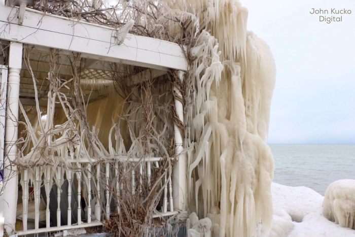 This House Is Completely Frozen In Ice (3 pics)