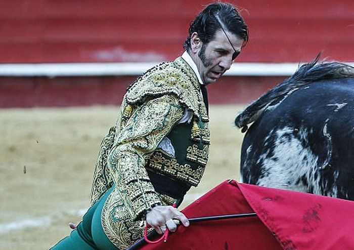 Legendary Matador Has His Glass Eye Knocked Out (7 pics)