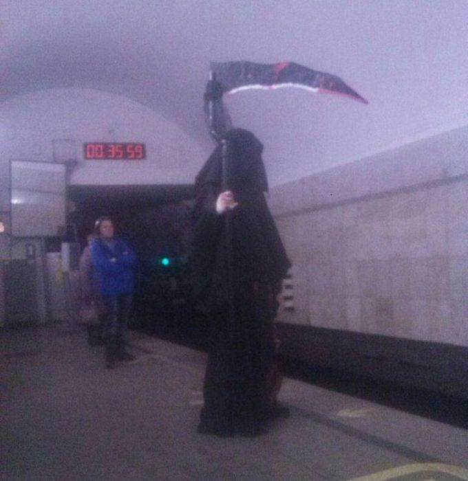 You'll Be Amazed By What You Can See In The Russian Underground (40 pics)