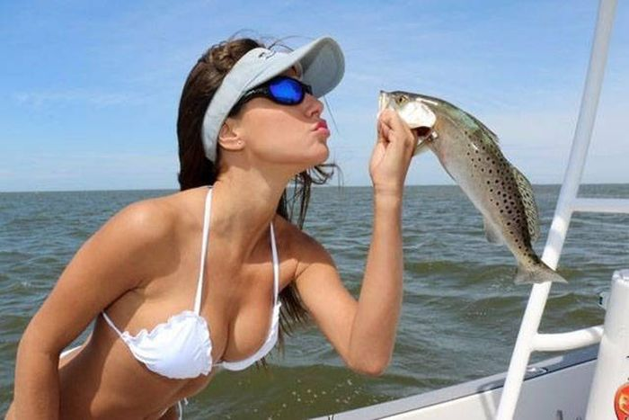 Hot Girls Make Fishing Look So Fun (50 pics)