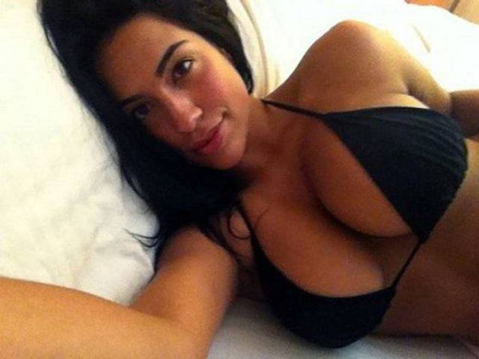 Jaw Dropping Gorgeous Girls With Two Things In Common (59 pics)