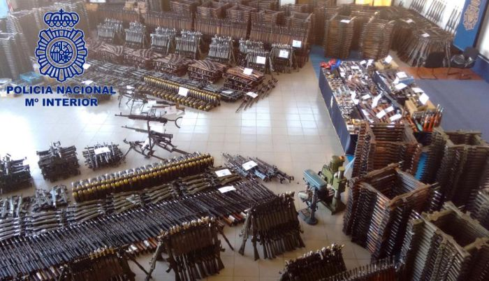 Shocking Pictures Reveal An Arsenal Of 10,000 Weapons (5 pics)