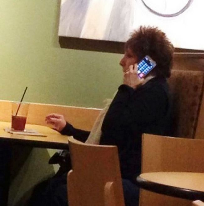 It's Impossible Not To Laugh At Old People Failing With Technology (22 pics)