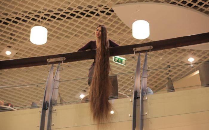Latvian Rapunzel's Hair Is Insane (7 pics)