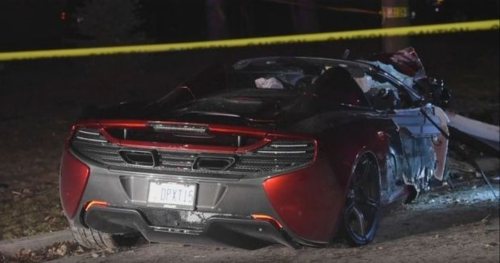 Man Crashes McLaren Spider In Burlington (4 pics)