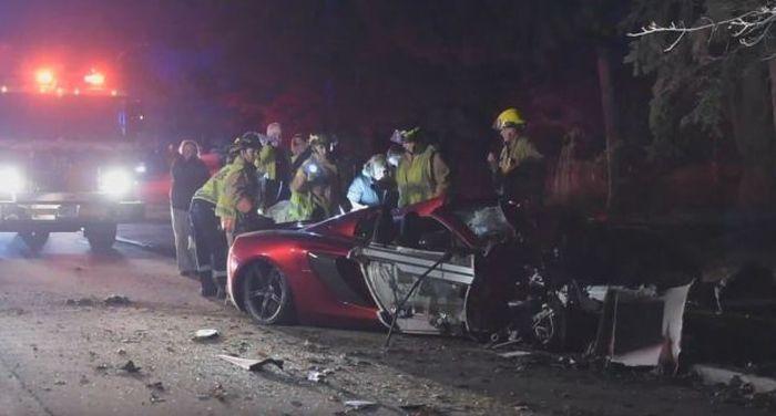 Man Crashes McLaren Spider In Burlington (4 pics)